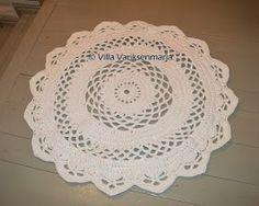 Villa Variksenmarja: Virkattu matto - välillä uusi ohje Floor Rugs, Fun Projects, Doilies, Free Crochet, Crochet Rugs, Free Pattern, Diy And Crafts, Decorative Plates, Crochet Patterns
