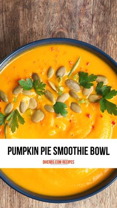 This roasted pumpkin apple soup embraces the warming fall flavors and is perfectly comforting for these chillier fall evenings. Healthy Pumpkin Pies, Vegan Pumpkin, Butternut Squash Noodle, Homemade Apple Butter, Apple Soup, Pumpkin Pie Smoothie, Roast Pumpkin, Raw Vegan Recipes, Fall Recipes