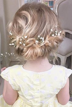 18 Cute Flower Girl Hairstyles ❤ Here you find some simple flower girl…