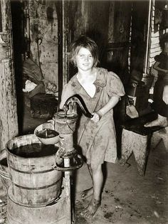 A child drawing water from a hand pump in an agricultural workers' shacktown. Taken in Oklahoma City, Oklahoma. Date - July 1939 by Lee Russell. Source - United States Department of Agriculture Vintage Pictures, Old Pictures, Photos Du, Old Photos, Appalachian People, Appalachian Mountains, Dust Bowl, Great Depression, Oklahoma City