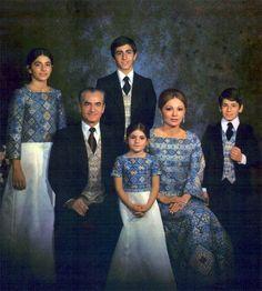 Afbeeldingsresultaat voor farah diba with children Farah Diba, Kings & Queens, King Of Persia, Pahlavi Dynasty, The Shah Of Iran, Leila, Iranian Women, Persian Culture, Casa Real