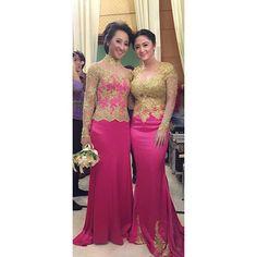 Karo konco sekolah rek  nang kawine @winnycharita skalian temu kangen ❤️. #dewiperssik #wedding #party #bestfriend #family