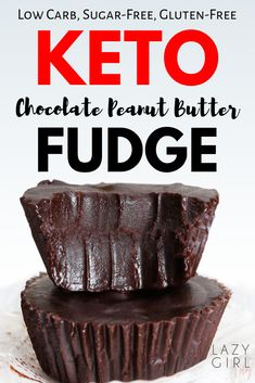 Keto Chocolate Peanut Butter Fudge - insanely creamy low carb rich satisfying and totally irresistible sugar-free. No bake quick and easy to make and low in carbs which makes them perfect for the keto diet! Keto Desserts, Dessert Recipes, Snacks Recipes, Quick Snacks, Dinner Recipes, Hot Fudge, Keto Diet Drinks, Chocolate Peanut Butter Fudge, Chocolate Cookies
