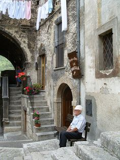 Italians, especially in the South, like very much spending their time sitting outside