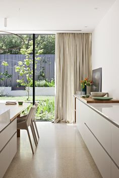 Victoria Gardens House by Lucy Clemenger Architects Photographed by Shannon McGrath Home Living, Living Room Decor, Living Spaces, Home Design, Interior Design, Deco Aviation, Curtains With Blinds, Ceiling Curtains, Architect House