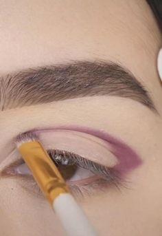 Eye Makeup Steps, Eye Makeup Art, Skin Makeup, Makeup Tips, Silver Eye Makeup, Makeup For Brown Eyes, Glitter Gel, Glitter Makeup, Light Makeup Looks