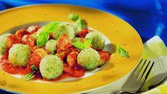 Basilikumknödel mit Tomaten-Zucchini-Sauce Rezept - Pfanni
