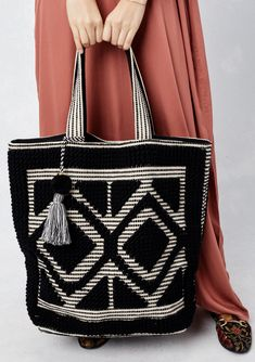 Shop this beautiful oversized carpet bag with beautiful diamond pattern, high quality and sturdy. Sacs Tote Bags, Bag Pattern Free, Tote Pattern, Purse Patterns, Sewing Patterns, Mochila Crochet, Sacs Design, Carpet Bag, Boho Bags