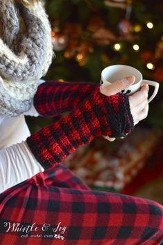 Crochet Plaid Arm Warmers - Free Crochet Pattern - Whistle and Ivy Crochet Wrist Warmers, Crochet Mitts, Plaid Crochet, Crochet Gratis, Crochet Amigurumi, Crochet Winter, Holiday Crochet, Crochet Gloves, Crochet Scarves