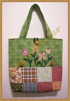 patchwork and flowers bag Denim Handbags, Tote Handbags, Purses And Handbags, Quilted Tote Bags, Patchwork Bags, Bag Quilt, Craft Bags, Denim Bag, Purse Patterns