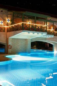 Amazing Swimming Pools, Small Swimming Pools, Luxury Swimming Pools, Luxury Pools, Dream Pools, Swimming Pool Designs, Lap Swimming, Night Swimming, Big Pools