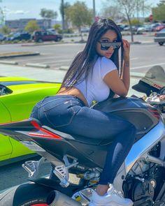 Please visit our website for Lässigen Jeans, Sexy Jeans, Dirt Bike Girl, Girl Bike, Motorbike Girl, Funny Pictures Of Women, Couple Pictures, Hot Bikes, Biker Girl