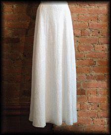 Here is an easy pattern of long skirt … To achieve it, one needs about m of fabrics as well as an invisible closure. Draw the pattern below: According to your size – Size – – Mounts – – Refer to the drawing – Size 1 cm for … Coin Couture, Couture Sewing, Sewing Clothes, Diy Clothes, Clothes For Women, Sewing Online, Clothing Tags, Couture Collection, Rock