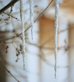 Top 10 Ideas for Shiny Aluminum Foil Crafts - icicle ornaments Noel Christmas, White Christmas, Christmas Ornaments, Diy Icicle Ornaments, Christmas Ideas, Frozen Christmas, Whimsical Christmas, Country Christmas, Christmas Wishes