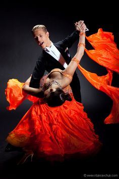 Ballroom Dance (Dancesport) Un contre-arrêt. Tango, Shall We Dance, Lets Dance, Ballroom Dancing, Ballroom Dress, Fred Astaire, Lindy Hop, Dance Photos, Dance Pictures