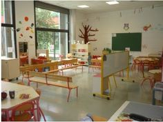 Aménagement de la classe chez Guinie - école petite section Classroom Organisation, Classroom Setup, Godly Play, Grande Section, Middle School English, Learning Spaces, Reggio Emilia, School Design, Education