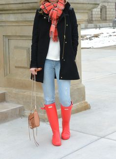 Coat /// Sweater old – similar here and here // Jeans old – similar // Boots // Bag // Scarf old – similar // Hope all of you had a great weekend! I must admit that… Hunter Boots Fashion, Hunter Boots Outfit, Jean Claro, Casual Chic, Preppy Style, My Style, Style Blog, Love Fashion, Fashion Outfits