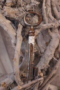 großer alter Schlüssel Shabby Vintage von TheCottage auf DaWanda.com