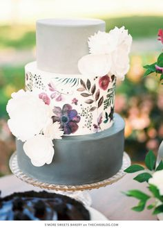 Who said your cake has to just be yummy.  Check out these overly satisfying  cakes, where being just delicious is an understatement.  1. The Ruffle   Photography: Sara Rogers Photography  Cake: The Diamond  2. The Traveler  3. The Modern Marble   Photography  Katie Shuler Cake:  Whisk & Whittle  4. Hand Painted Wonders  5. The Sweetest 6. The Down To Earth Cake   Sadly I could not find the credits for this beauty.   5. The Geode   Cake by Intricate Icings Cake Design  7. The Artist   Photo…