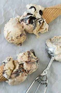 This Espresso Kahlua Fudge Swirl Ice Cream requires no ice cream maker, has only 5 ingredients and it's perfect for those of you who want to try your hand at homemade ice cream but may not have an ice cream maker.