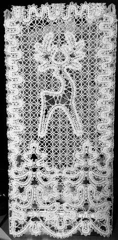 Advanced Embroidery Designs - FSL Reindeer Window Panel