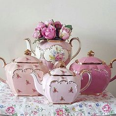 Teapot goals  Credit: @rosecattage ~ For repost ~ #therosebudpalace