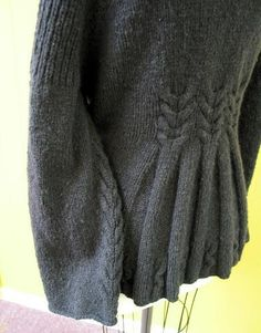 Free knitting pattern: Cardigan sweater with a beautiful back.