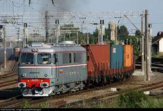 Net Photo: CFR MARFA - Romanian Freight Railways Electroputere class 60 at Chitila, Romania by GeorgeB Diesel Locomotive, Train Tracks, Around The Worlds, Paths, Truck