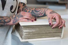 Über Bücher und Tattoos: Ein Interview mit Faksimile-Spezialistin Marion Albisser