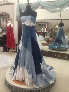 Original Wedding Centerpieces And Also Denim Wedding Dress They Say Wedding But I Think For Any Time Would Denim Wedding Dresses, Jeans Wedding, Lace Wedding, Blue Jean Wedding, Denim Dresses, Wedding Gowns, Artisanats Denim, Denim And Lace, Estilo Jeans