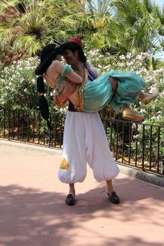 Dawww, so cute! Aladdin and Jasmine!