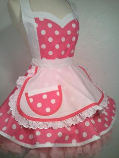 Tablier rétro I Luv ma Lucy Polka Dot pin-up Costume Retro Apron, Aprons Vintage, Polka Dot Fabric, Polka Dots, Pin Up, Cute Aprons, White Apron, Apron Dress, Kona Cotton