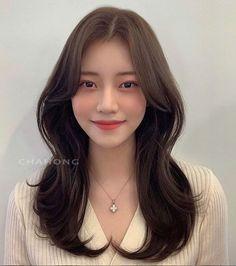 Gorgeous Hairstyles, Style Hair, Korean Style, Hair Goals, Korean Fashion, Hair Care, Long Hair Styles, Chair, Nails