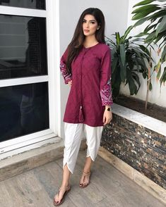 New Image : Pakistani fashion casual Pakistani Fashion Casual, Pakistani Dresses Casual, Indian Gowns Dresses, Pakistani Dress Design, Indian Fashion, Stylish Dress Designs, Stylish Dresses, Simple Dresses, Casual Dresses