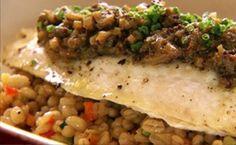 Peixe: receita de filé de linguado com cevada e legumes.