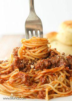 Super easy and delicious Kid-Friendly Spaghetti recipe - one the whole family loves! { lilluna.com }