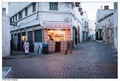 Cat customers, Morocco [http://www.flickr.com/photos/btwienclicks/]
