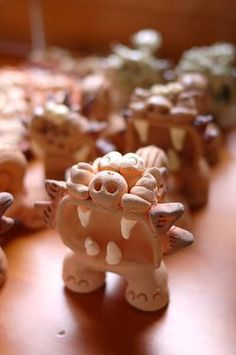 沖縄の旅 -2- : 器と珈琲 Lien~りあん~ コケティッシュな絵柄の器やシーサーなど、 多岐に渡った焼き物を見ることができました。