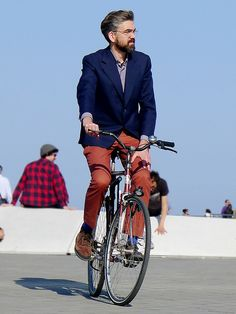 sunny spring Sunday by Barcelona Cycle Chic, via Flickr