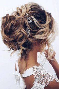 #hairstylesforshortcurlyhair