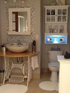 Hergebruik het onderstel van een oude naaimachine op je badkamer als wastafel.