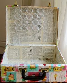 What a great idea! An old suitcase to organize your crafty things! Love it!