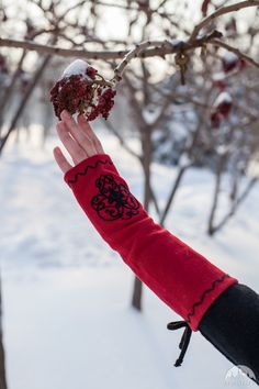 """Mittens Gloves """"Milorada"""" with Embroidery. Available in: red wool, black wool, ivory wool, dark blue wool, black flax linen, natural flax linen :: by medieval store ArmStreet"""