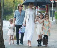 Nicole Kidman and Keith Urban enjoyed some family time with their loved ones in Sydney over the Easter long weekend. Nicole Kidman Family, Nicole Kidman Style, Keith Urban, Celebrity Babies, Celebrity Style, Celebrity Couples, Celebrity Photos, Urban Family Pictures, Charlize Theron