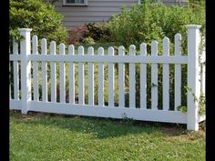 Traditional New England Picket Fence in Vinyl