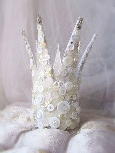 paper mâché button crown