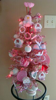 valentine tree 2011 by skybluecrayons, via Flickr