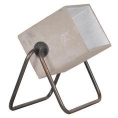De Zuiver Concrete Up vloerlamp heeft een unieke, industriële vormgeving. De Concrete Up lamp kan als vloerlamp, maar ook als tafellamp geplaatst worden. Deze unieke cement lamp zorgt voor bijzondere verlichting in huis.
