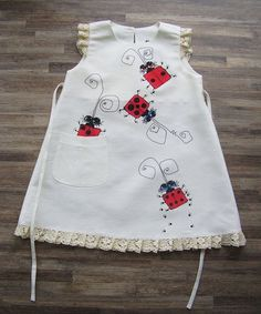 Items similar to Gray linen dress - painted dress - unit work - size by height cm for years - children summer clothing on Etsy Little Girl Dresses, Girls Dresses, Newborn Girl Dresses, Dress Painting, Baby Dress Design, Baby Dress Patterns, Painted Clothes, Lady Bug, Baby Sewing