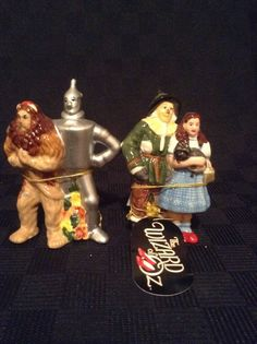 NWT Wizard Of Oz Four Friends Magnetic Salt And Pepper Shakers TV 17164